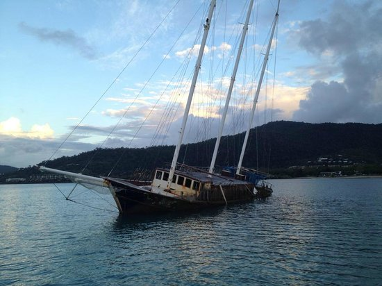 Sundowner Sunset Cruises: Shipwreck