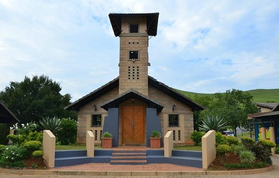 Alpine Heath Resort: Small church on the 'town square' at Alpine Heath