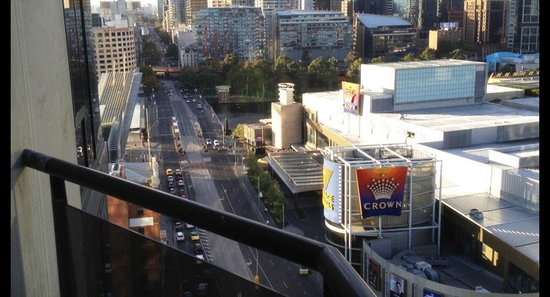Melbourne Short Stay Apartments Whiteman Street : From Balcony looking along Clarendon toward Yarra River