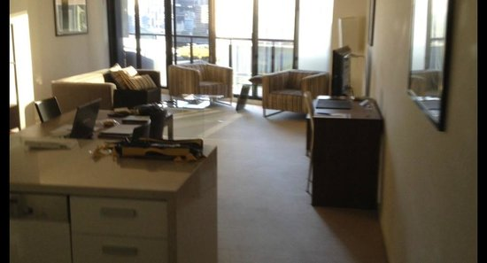 Melbourne Short Stay Apartments Whiteman Street : Lounge/Dining/Kitchen