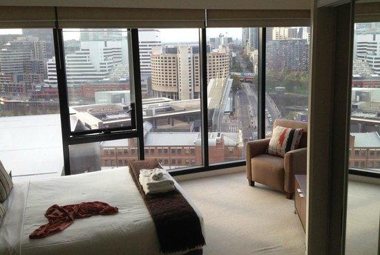Melbourne Short Stay Apartments Whiteman Street: Master Bedroom