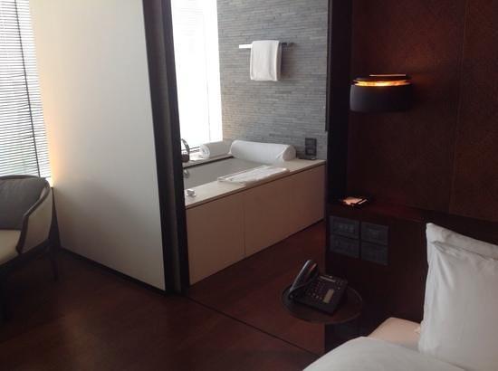 The PuLi Hotel and Spa: Fantastic bath
