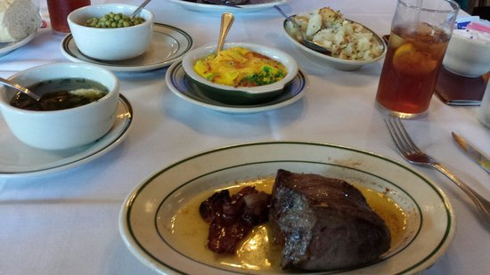 Crescent City Steak House: Filet, broccoli au gratin, potatoes & peas