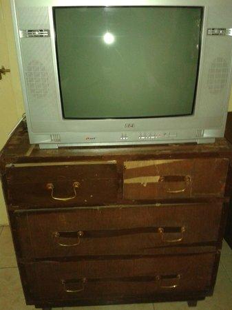 MTDC Holiday Resort Mahabaleshwar: TV and TV cabinet
