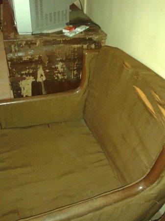 MTDC Holiday Resort Mahabaleshwar: Sofa