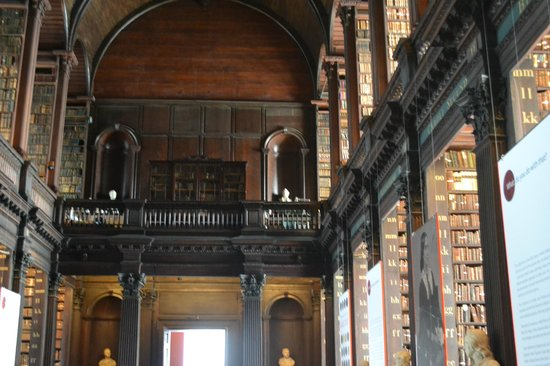 The Book of Kells and the Old Library Exhibition: y mas libros