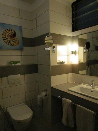 Leopard Beach Resort & Spa: salle de bains chambre garden