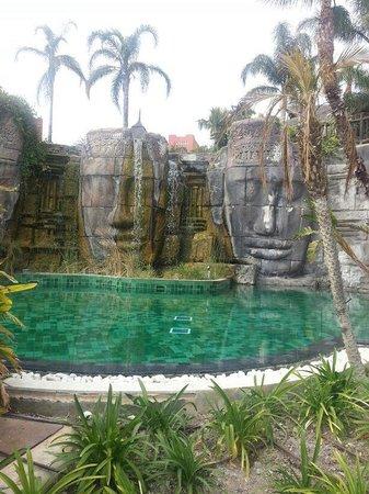 Asia Gardens Hotel & Thai Spa, a Royal Hideaway Hotel : Piscina climatizada