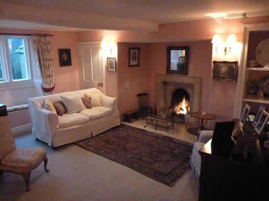 The Old House, Calmsden B&B: Gorgeous Lounge Room & Fireplace