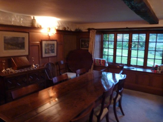 The Old House, Calmsden B&B: Beautifully rustic dining room