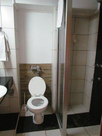 Voi Safari Lodge : salle de douche
