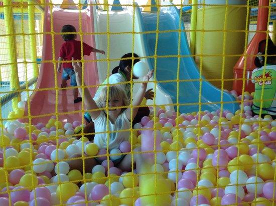 The Kids Club Phuket: Slides and ball pit