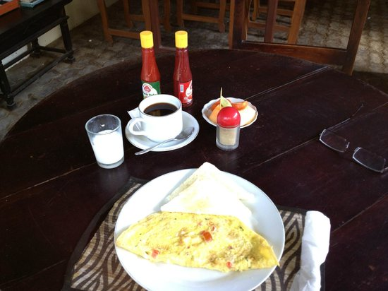 Billy Pendawa Homestay: Typical breakfast.