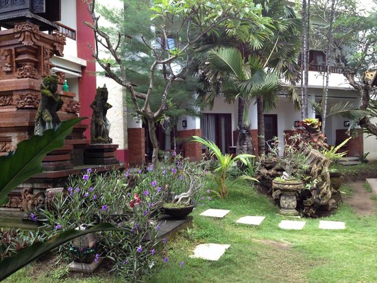 Billy Pendawa Homestay: The hotel grounds.