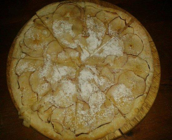 Lo Strettoio Pub: Ciaccino gigante alle mele, consiglio: meglio il cacao dello zucchero a velo mmm :-p