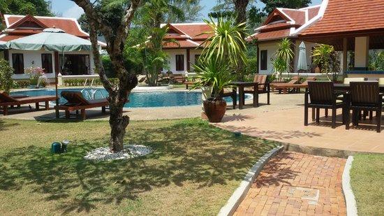 The Pe La Resort: Surrounding