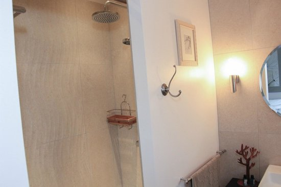 397e438ad45 salle de bain Jolie Coeur - Picture of Au Coeur Des Hotes ...