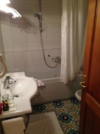 Villa San Lucchese Hotel: Bagno con idro