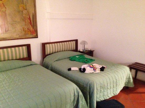 Villa San Lucchese Hotel: Letti enormi