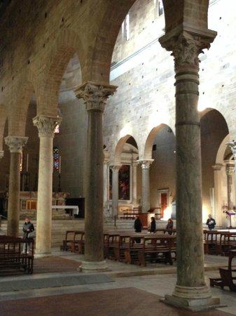 Basilica of San Frediano : navata laterale