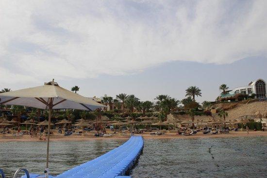 Savoy Sharm El Sheikh: вид на Savoy-ский пляж с пантона