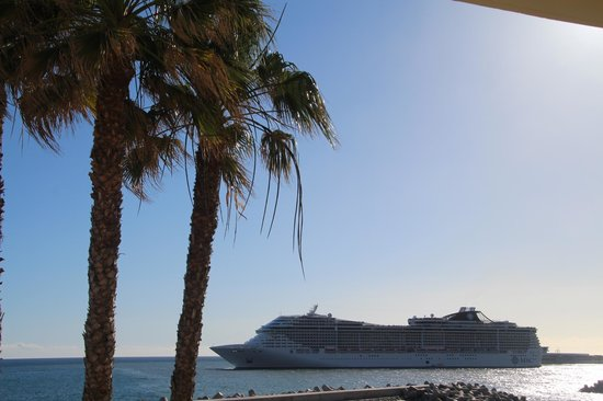 Porto Santa Maria Hotel: A cruise ship arrives in Funchal at dawn
