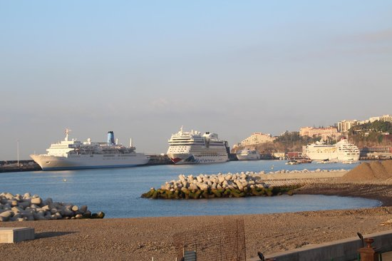 Porto Santa Maria Hotel: View from our balcony towards the port