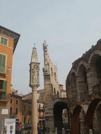 Arena di Verona: colonna