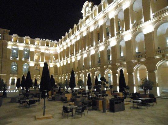 InterContinental Marseille - Hotel Dieu: Vue de l'hôtel la nuit