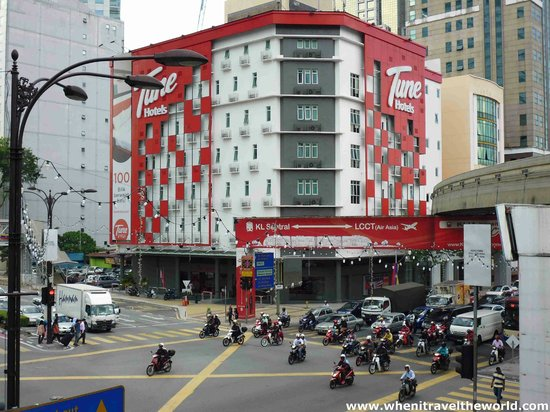 Tune Hotel - Downtown Kuala Lumpur : Outside, The Crazy Main Road