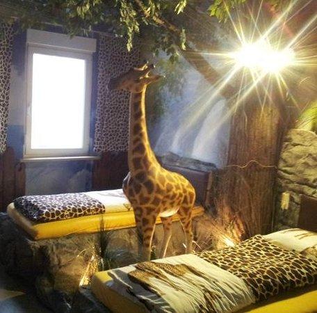 African Meistereck: Giraffenzimmer