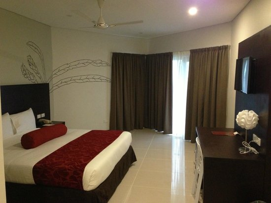 Tanoa Waterfront Hotel: Executive King Room