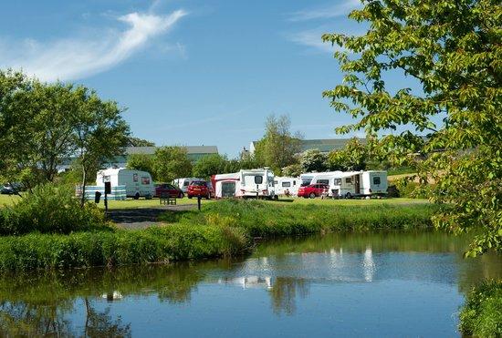 Ballyness Caravan Park: View over ponds