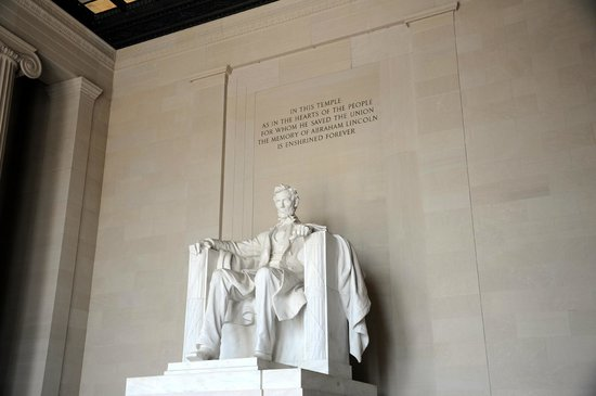 Lincoln Memorial : The Washington Monument.