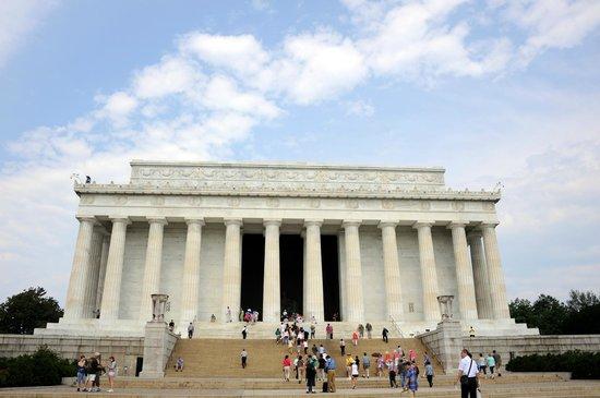Lincoln Memorial : The Washington Monument.