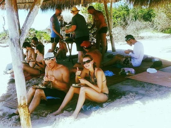 Sailaway Dhow Safaris : Lunch on the island