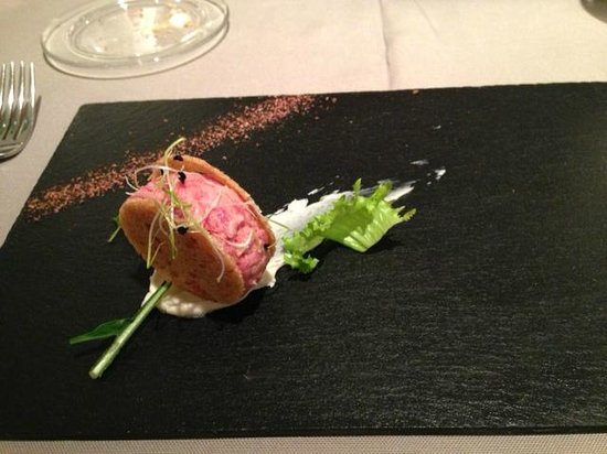 Sud Ristorante: Veal tartare with anchovy butter.