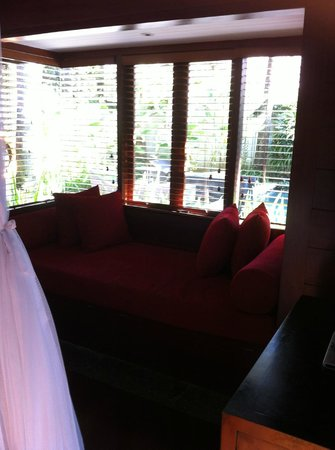 Kayumanis Jimbaran Private Estate & Spa : Day Bed in the room