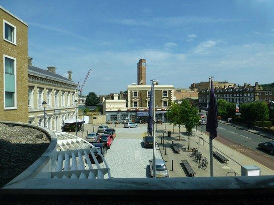 Novotel London Greenwich: Blick auf Bahnhofsvorplatz