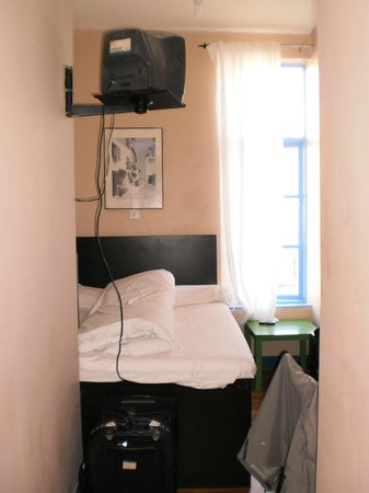 Backpackers D1 Hostel Dublin: Double room with private bathroom