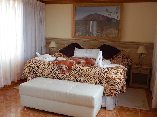Apartamentos Estrella del Norte: Huge bed and sooooooo comfortable