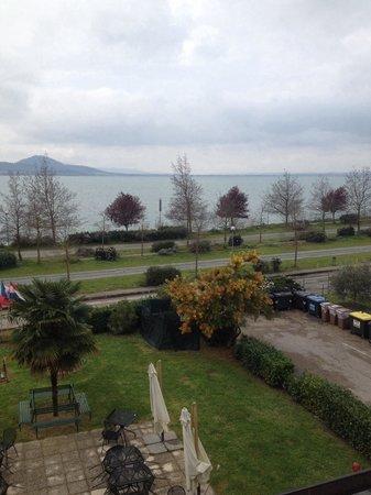 Ali Sul Lago Hotel Residence: Vista dalla nostra camera-appartamento n 108. MGrazia&Gabriella
