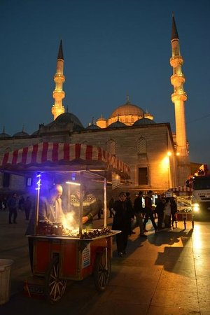 Yeni Cami : The New Mosque at night from near the Spice Bazaar