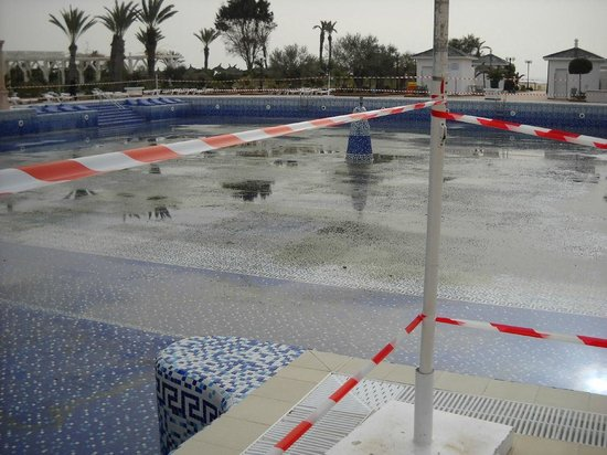 Concorde Hotel Marco Polo : The only outdoor pool pic 2