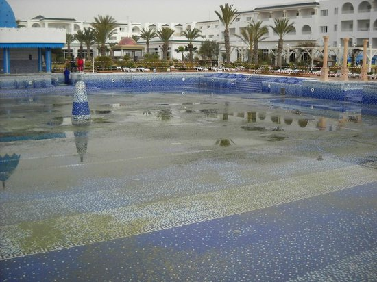 Concorde Hotel Marco Polo : The only outdoor pool pic 3