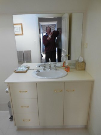 ألدرمير إيستايت: bathroom