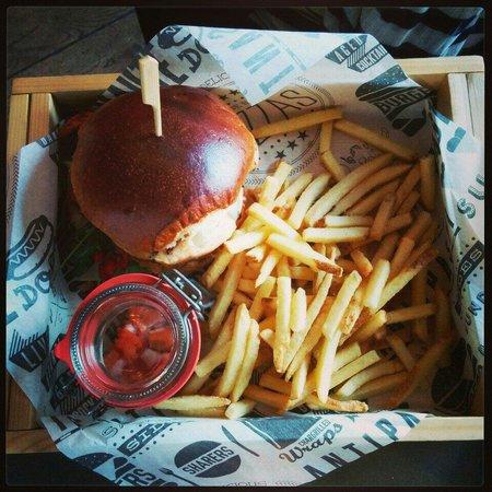 Sygn: Cajun Chicken Burger