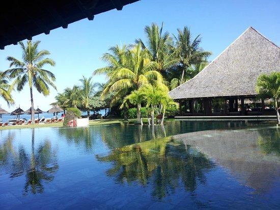 Heritage Awali Golf & Spa Resort : Une des piscines vue du restaurant principal