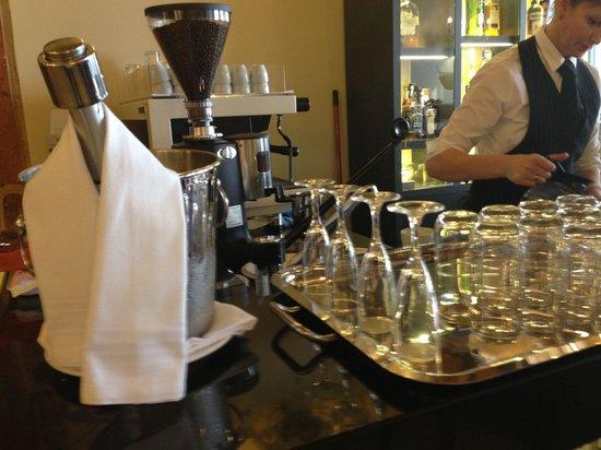 Arcadia Boutique Hotel : Prosecco with breakfast !