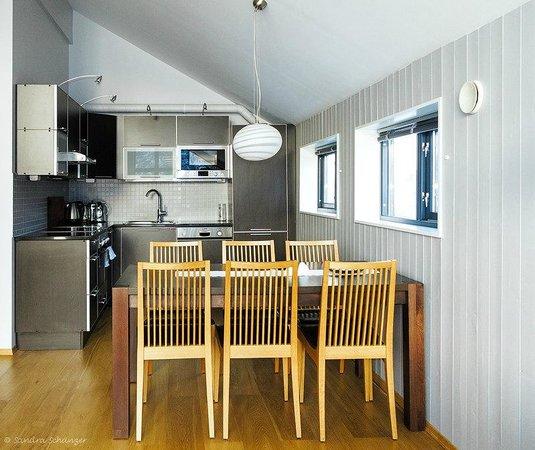 Hamn in Senja: Apartment Küche und Essbereich
